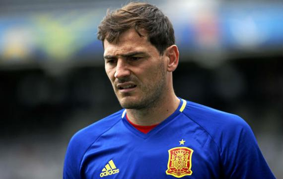 西班牙对阵捷克,卡西坐在了替补席