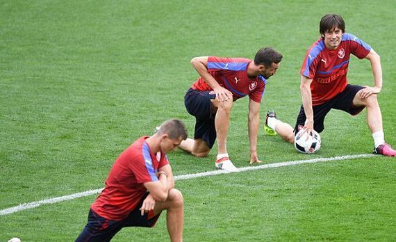 罗西基(右一)最后一届欧洲杯