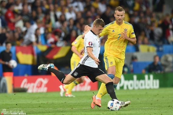 克罗斯堪称德国队的中场大脑