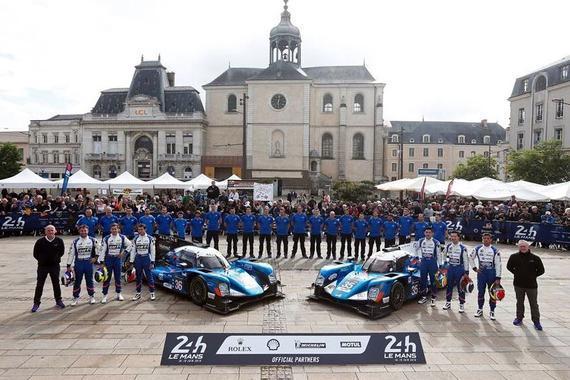 中国华信-Baxi DC Racing Alpine车队35号赛车(右)