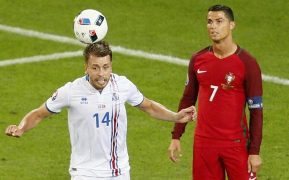 """赛后表示冰岛球员""""小家子气"""""""