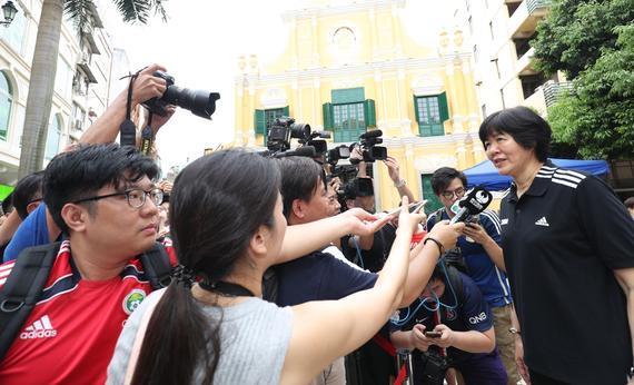 郎平接受媒体采访