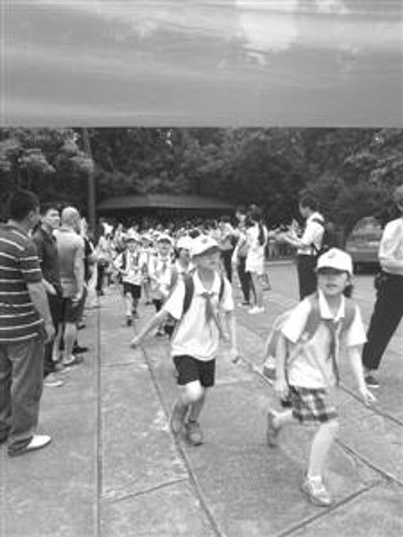 此次步行流动,从黉舍到孙中山留念馆,全程近4千米。