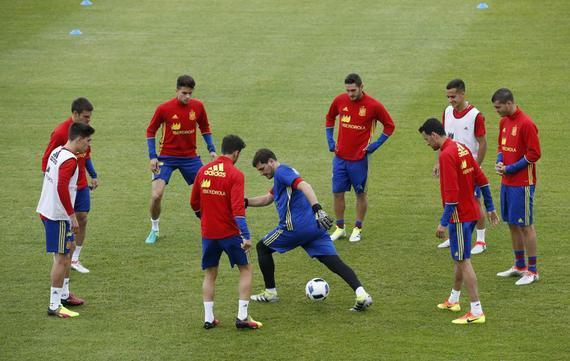 西班牙不会变阵
