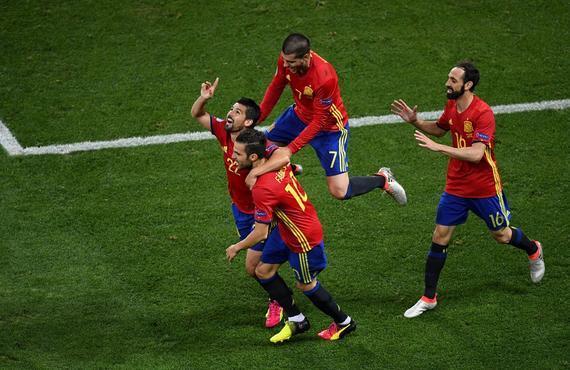 西班牙3-0完胜提早出线