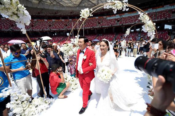 媒体质疑李妮娜鸟巢大婚:凭什么她享有特权?
