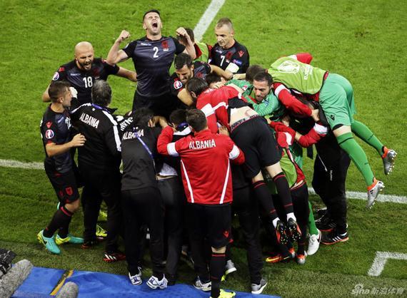 阿尔巴尼亚疯狂庆祝