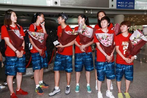 中国女篮结束落选赛返回国内