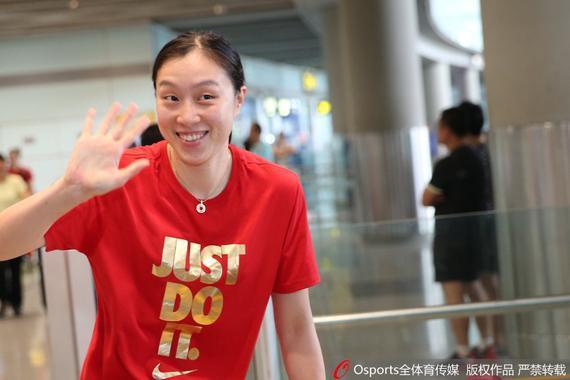 拿到奥运名额返国,邵婷很高兴