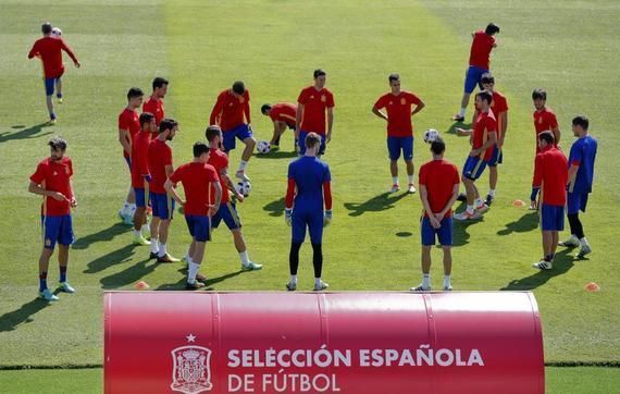 西班牙队备战赞成大利队的1/8决赛