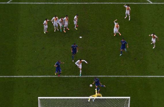 西班牙丢球瞬间