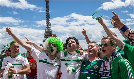 爱尔兰队和北爱尔兰队球迷因出色的表现奖获得嘉奖