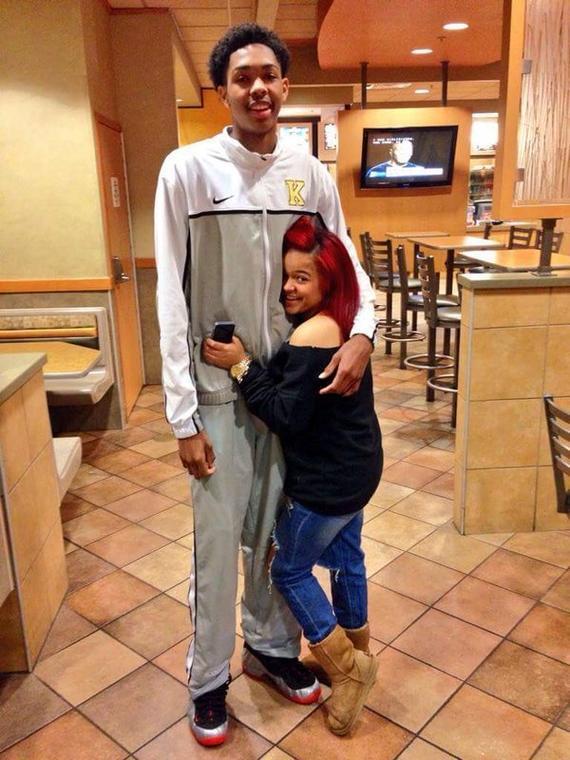 其女友的身高只有1米45左右