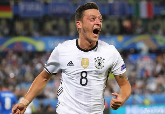 厄齐尔再度在欧洲杯上对意大利进球