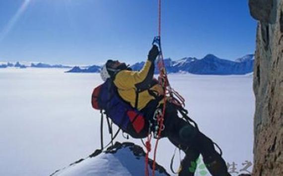 冬季攀岩是不少人的选择,那么冬季户外攀岩设备有哪些?
