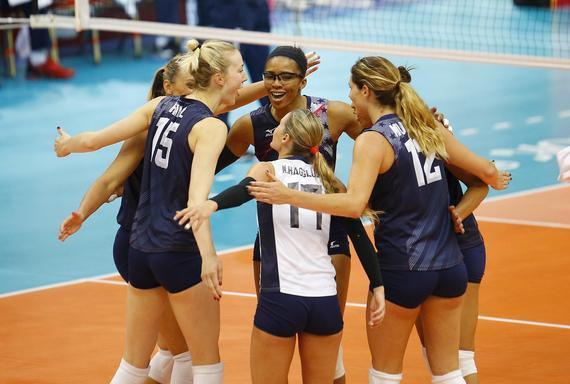 美国队庆祝得分