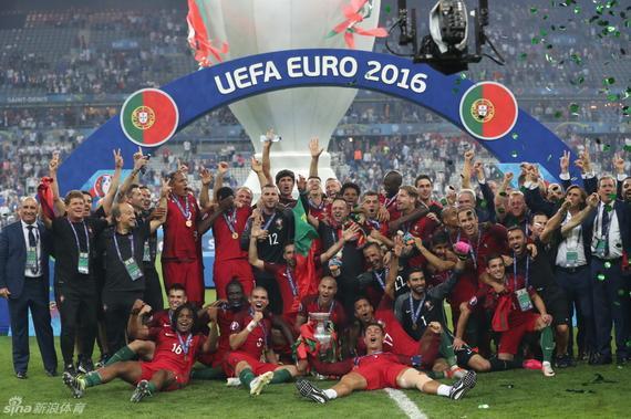 葡萄牙最终捧起欧洲杯