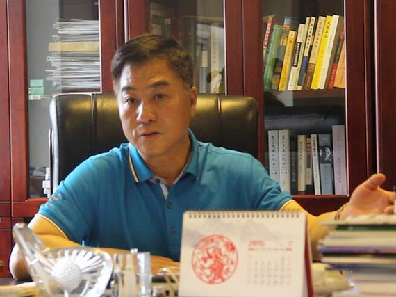 国家体育总局小球运动管理中心主任张小宁在接受采访