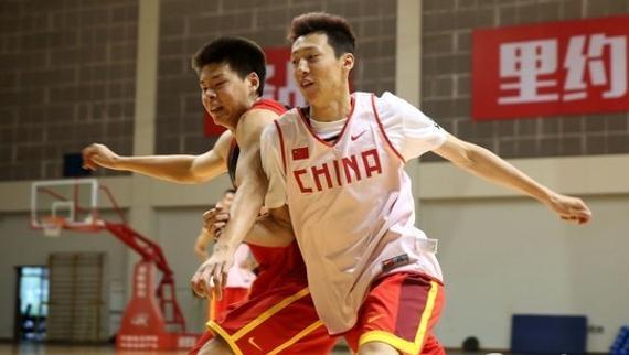 首次入选中国男篮集训队的赵大鹏和赵岩昊