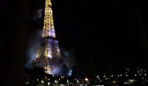 埃菲尔铁塔边发生火灾
