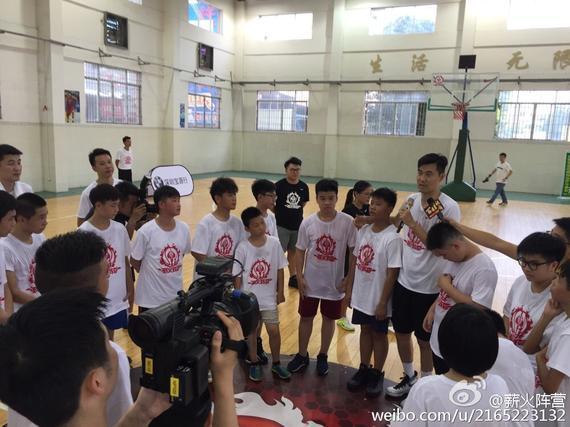 王仕鹏与小学员