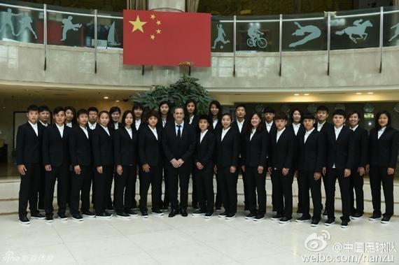 中国女足出征