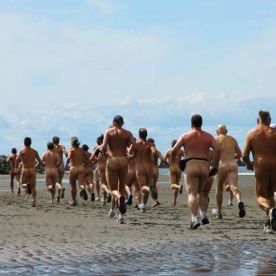 海滩裸体跑