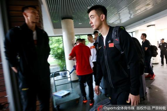 中国男篮今日出发前往美国