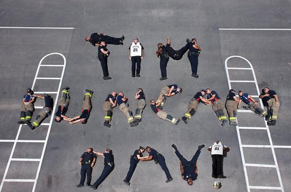 救火员们诚意问候邓肯