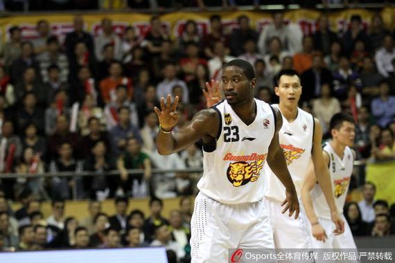 斯隆帮忙广东男篮拿下了2012-13赛季总冠军