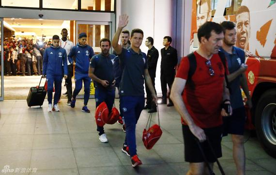 曼联球员带着怠倦前往英国