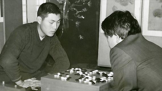 1973年曹薰铉战胜金寅首获最高位头衔