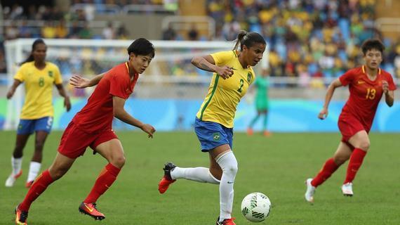 中国女足激战巴西女足