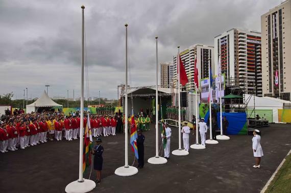 中国代表团在奥运村举行升旗仪式