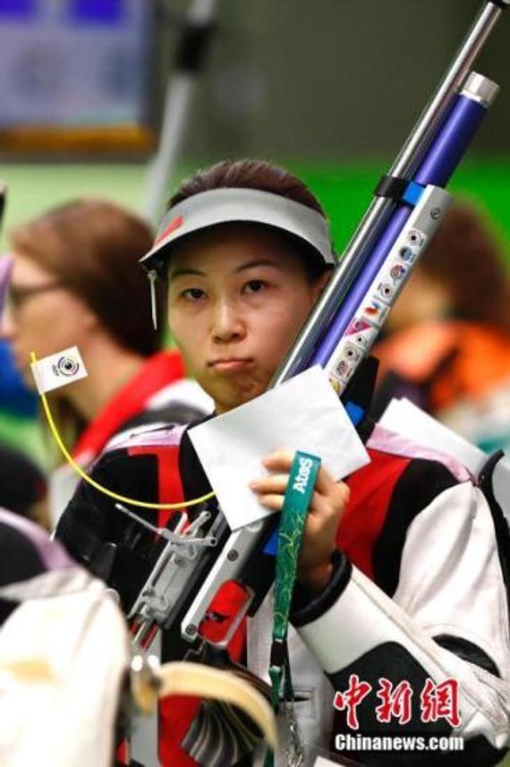 易思玲在比赛中。 中新网记者 富田 摄