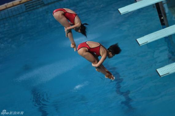中国实现女子双人3米板奥运四连冠