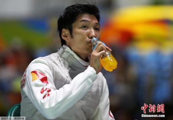 当地时间8月7日,里约奥运男子花剑比赛,中国选手雷声在比赛中不敌法国选手Erwan Le Pechoux,止步32强