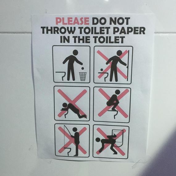 请勿将纸巾扔进马桶