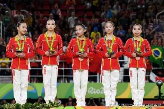 体操队的姑娘们还很年轻