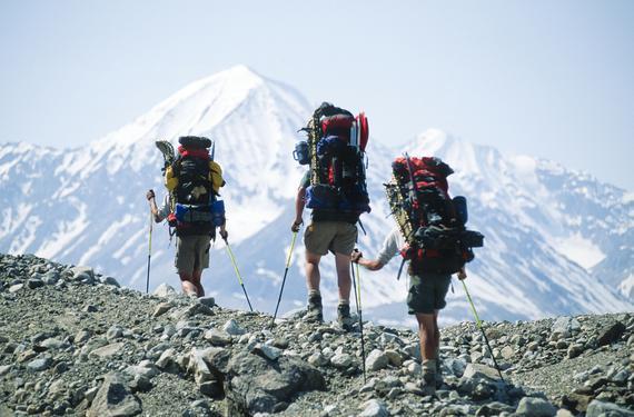 80后主导掀体育旅游热 登山等户外运动最受欢迎