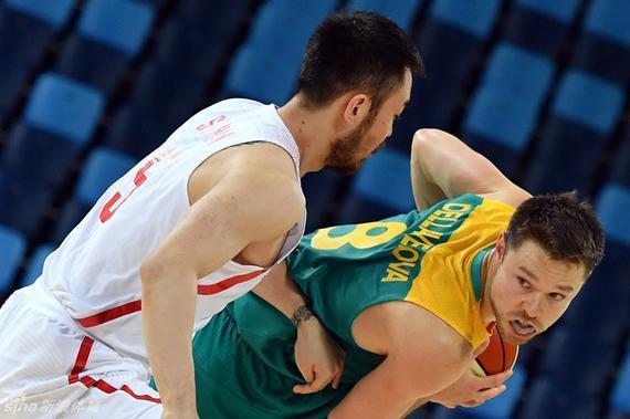 中国男篮在奥运会中惨败澳大利亚