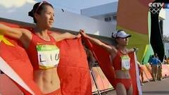 刘虹吕秀芝身披国旗庆祝