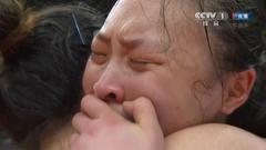 女排畅洒幸福泪水