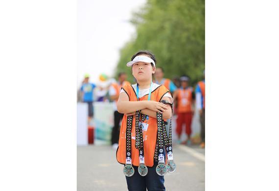 2016康保草原马拉松幕后:9个小朋友志愿者一天记录。