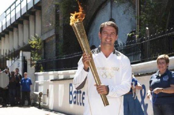 欧文分享他担任伦敦奥运会火炬手的照片