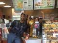 嗨翻!TT带着总冠军奖杯逛咖啡店 终于轮到他了