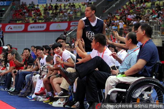 中国小学生的扣篮震了NBA扣篮王