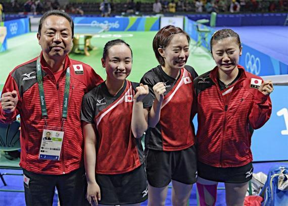 村上恭和教练与日本女乒三将在里约