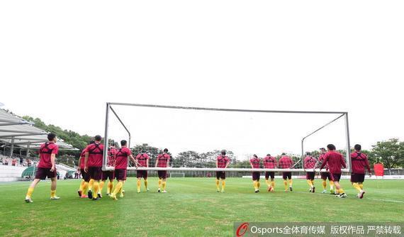 国足韩国备战12强赛