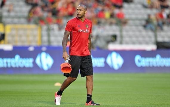 亨利指导比利时球员热身